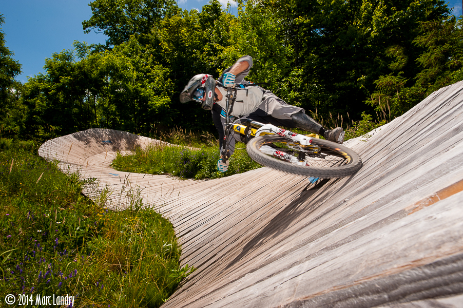 Wade Simmons rides Blue Mountain.